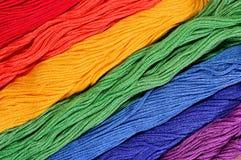Skeins coloridos do floss como a textura do fundo imagens de stock royalty free