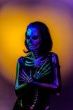 Skelet bodyart met blacklight Stock Foto's