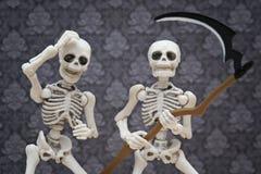 Skelet en de zeis Stock Foto