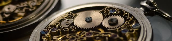 Free Skeleton Of Vintage Handmade Antique Mechanical Pocket Watches, Clockwork Old Mechanical Watch, High Resolution And Detail, Winter Stock Photo - 139661980