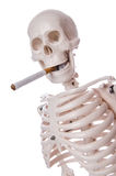 Skeleton rauchende Zigarette Stockfoto