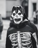 Skelett- dräkt halloween royaltyfria bilder