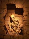 Skelett in einer Nische Stockbilder
