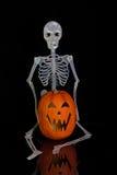 skelett för halloween stålarlykta o royaltyfri bild