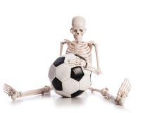 Skelett mit Fußball Stockfotografie