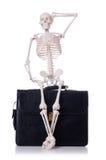 Skelett mit Koffer Stockfotografie