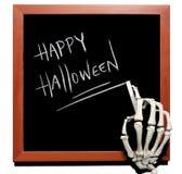 Skelett schreibt glückliches Halloween stockfoto