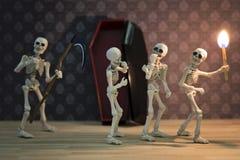 Skeletten in de donkere plaats Stock Afbeelding
