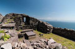Skellig Michael, περιοχή παγκόσμιων κληρονομιών της ΟΥΝΕΣΚΟ, ιρλανδική αγελάδα, Ιρλανδία Το Star Wars που η δύναμη ξυπνά τη σκηνή Στοκ Εικόνες