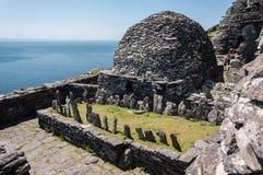 Skellig Michael, περιοχή παγκόσμιων κληρονομιών της ΟΥΝΕΣΚΟ, ιρλανδική αγελάδα, Ιρλανδία Το Star Wars που η δύναμη ξυπνά τη σκηνή στοκ εικόνα