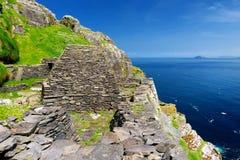 Skellig Michael eller stora Skellig, hem till de förstörda restna av en kristen kloster, land Kerry, Irland royaltyfria foton