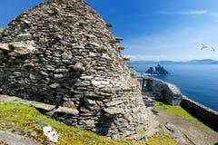 Skellig Michael eller stora Skellig, hem till de förstörda restna av en kristen kloster, land Kerry, Irland fotografering för bildbyråer