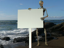 Skelton holding a blank sign Royalty Free Stock Photography