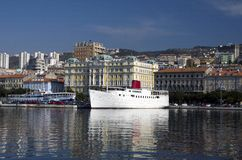 Skepp Botel i Rijeka, Kroatien Arkivbild