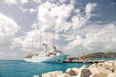 Skepp eller seglingyacht i Philipsburg, St Maarten Arkivbild