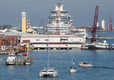 Skepp för Nassau stadsport Royaltyfria Bilder