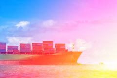 Skepp för sida för lastbehållare royaltyfri foto