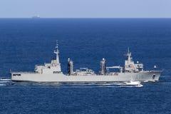 Skepp f?r Cantabria A15 p?fyllningoljekanna fungerings av den spanska marinen som skriver in Sydney Harbor royaltyfria foton