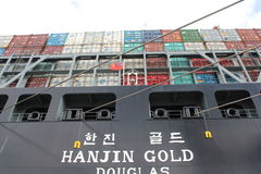 Skepp för Hamburg hamnbehållare Arkivbilder