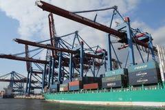 Skepp för Hamburg hamnbehållare Fotografering för Bildbyråer