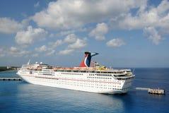 Skepp för karnevalfantasikryssning i Nassau Arkivfoto