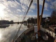 skepp i floden Fotografering för Bildbyråer