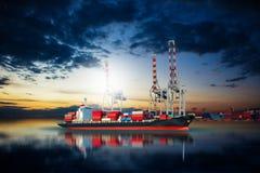 Skepp i gods för skeppsdockaimportexport Royaltyfri Fotografi