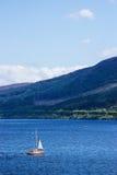 Skepp i Loch Ness av Skottland Arkivbilder