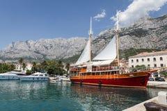 Skepp i Makarska royaltyfria bilder
