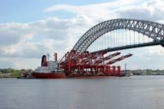 Skepp i New York vatten Royaltyfri Bild