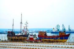 Skepp i port Arkivfoton