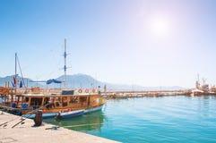 Skepp i port av Alanya, Turkiet Arkivfoto