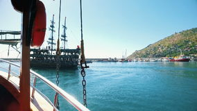 Skepp med att dansa ombord turister stock video
