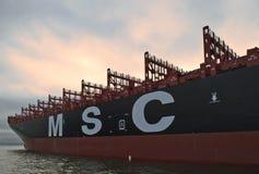 Skepp MSC Meline för Ð-¡ ontainer på förankrat i vägarna Nakhodka fjärd Östligt (Japan) hav 22 07 2015 arkivfoton