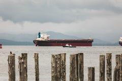Skepp och fartyg i fjärden Arkivfoton