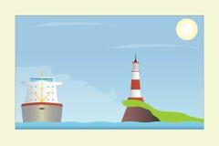 Skepp och fyr i havet Arkivfoton