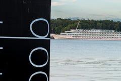 Skepp på floden abstraktion arkivfoto