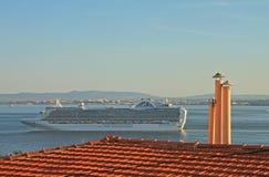 Skepp på floden Tejo (Lissabon) Royaltyfria Foton