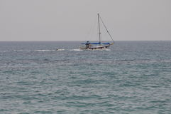 Skepp på havet i Cypern Royaltyfria Bilder