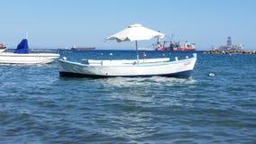 Skepp på havet i Cypern royaltyfri foto