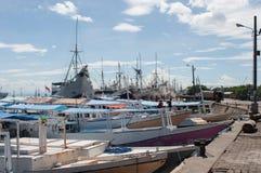 Skepp på Paotere port i Makassar Arkivbild