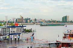 Skepp på Phnom Penh autonom port, i Cambodja Arkivbild