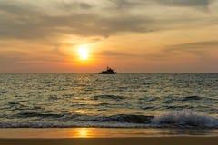 Skepp på solnedgång Arkivbild