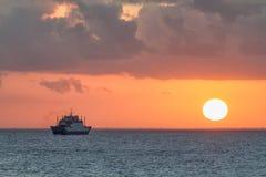 Skepp på solnedgången Royaltyfri Foto