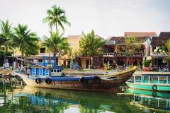 Skepp på Thu Bon River i Hoi An Vietnam royaltyfri fotografi