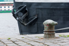 Skepp som förtöjas på stranden Royaltyfri Foto