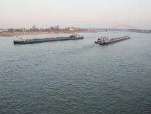 Skepp som möter upp punkt Arkivfoto