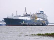 Skepp som svävar gaslagring, Litauen Royaltyfri Foto