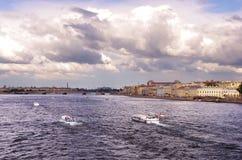Skeppen i en flod Royaltyfria Foton