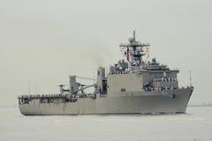Skeppet för USS Oak Hill skeppsdockalandning av Förenta staternamarinen under ståtar av skepp på den hastiga veckan 2014 Arkivfoto
